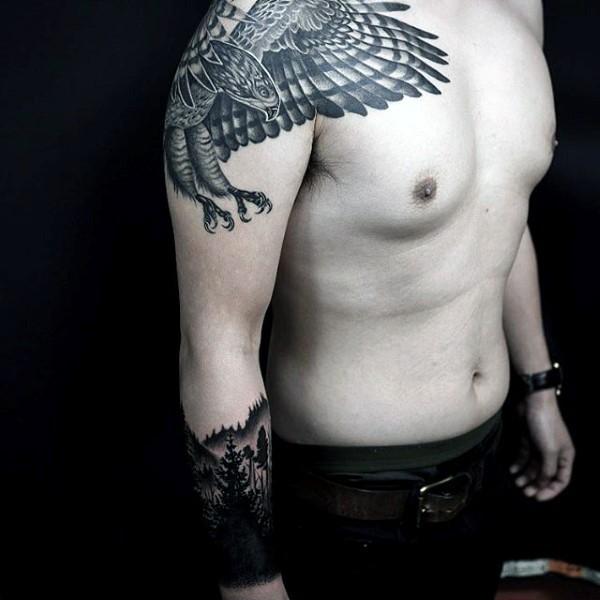 interessante dipinto nero e bianco aquila tatuaggio su spalla