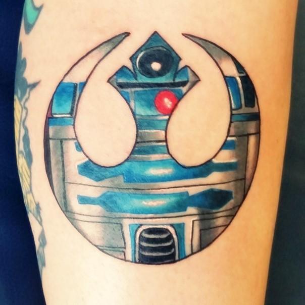 Interesting R2D2 like colored big Rebel Alliance emblem tattoo