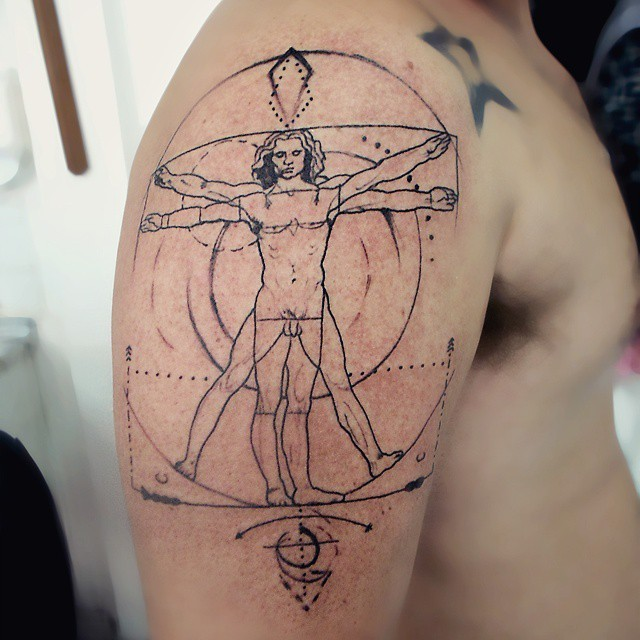 Tatuaggio del grande braccio di inchiostro nero di Da Vincies uomo vitruviano