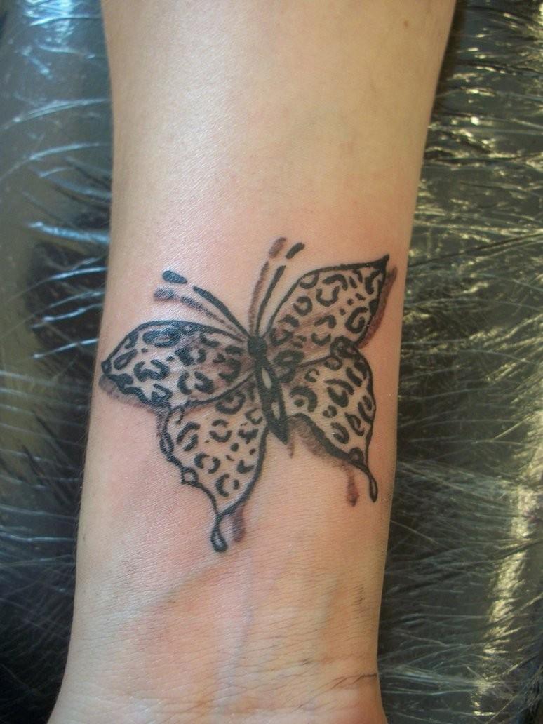 Leo Print Schmetterling Tattoo Am Handgelenk Tattooimagesbiz