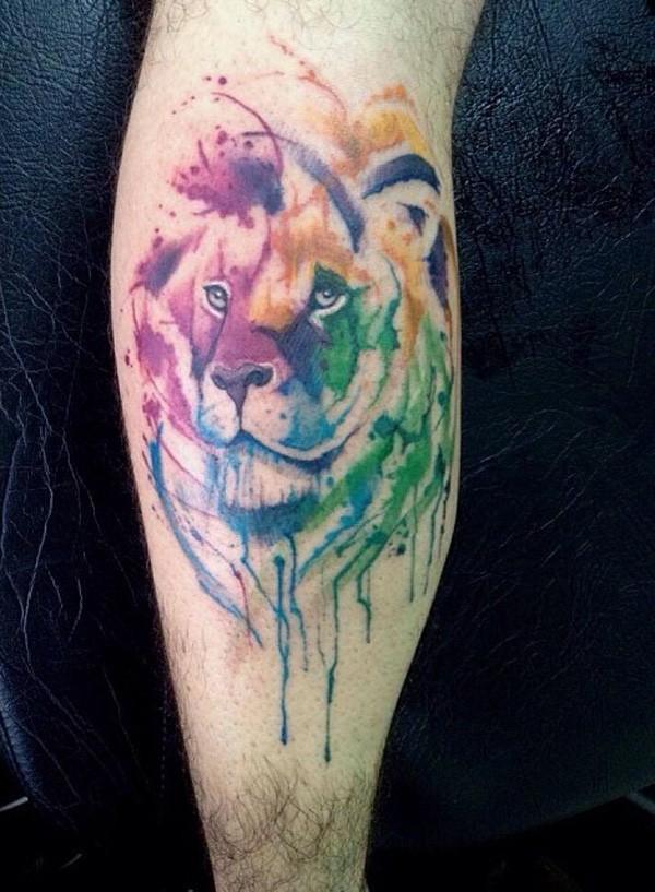 Tatuaje en el brazo, león acuarela