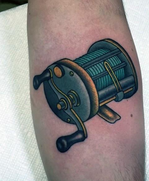 piccola 3D colorato bobina da pesca tatuaggio su braccio