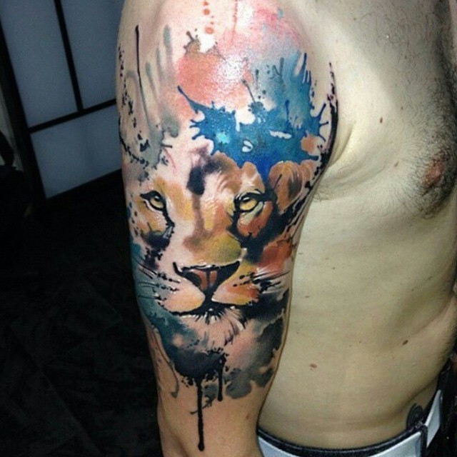 Little abstract style colored shoulder tattoo of lion face