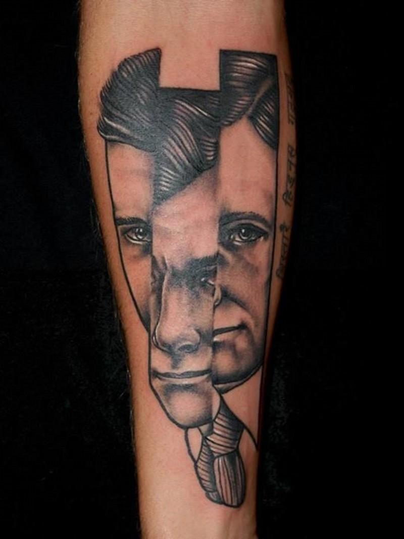 piccolo nero e bianco frammento ritratto uomo tatuaggio su braccio