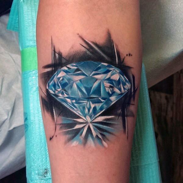 Tatuaje en el brazo, diamante grande brillante