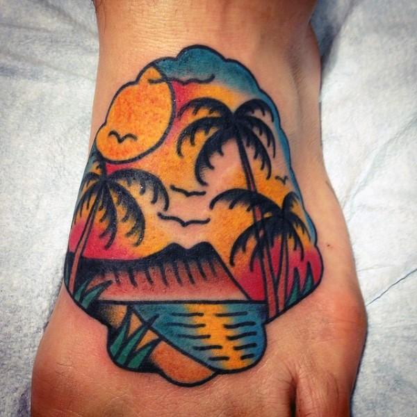 piccolo colorato spiaggia con palme su tramonto tatuaggio su piede