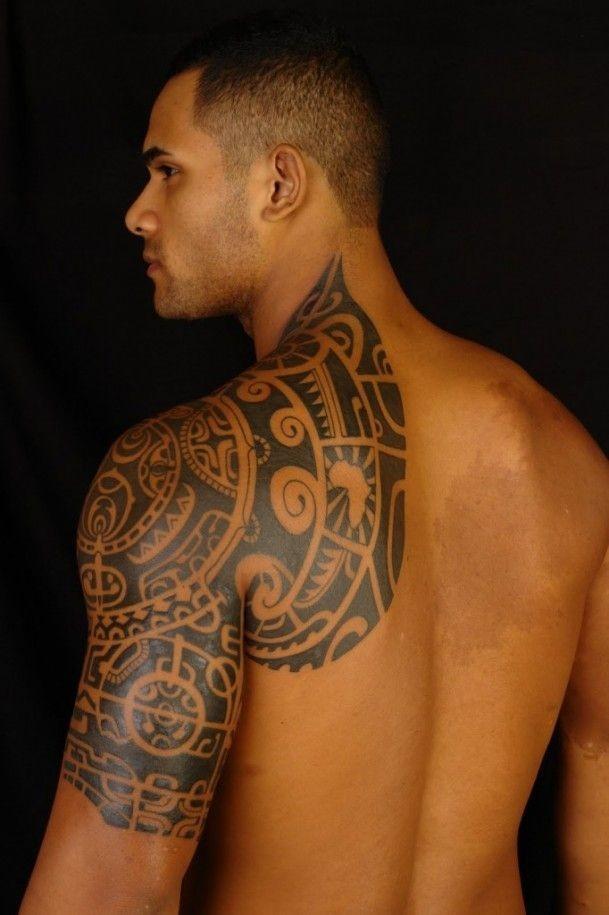 Lovely polynesian tattoo on shoulder for men