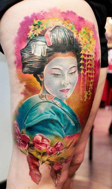 bellissimo acquerello geisha tatuaggio sulla coscia