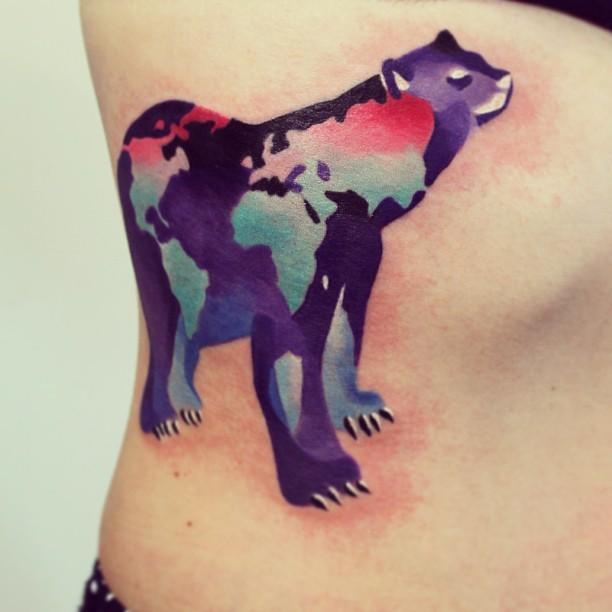 Tatuaggio pittoresco sul fianco l&quotorso