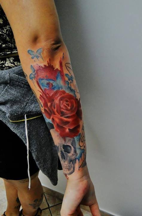 Lovely watercolor skull with roses forearm tattoo by Cassio Magne