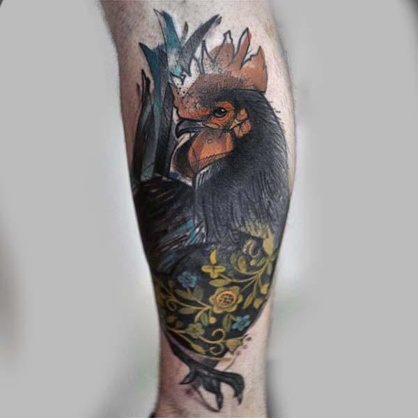 magnifico piccolo stilizzati colorato gallo con fiori tatuaggio su stinco