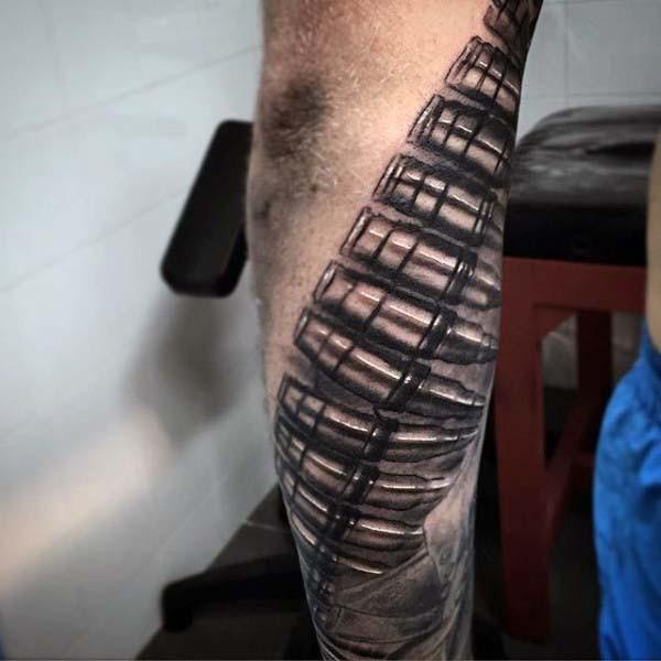 Tatuaje de balas volumétricas en el antebrazo