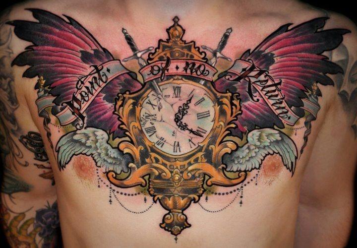 Tatuaje En El Pecho Reloj Antiguo Con Alas Magníficas Y Inscripción