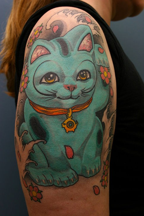 Marvelous multicolored shoulder tattoo of cute maneki neko japanese lucky cat and red flowers