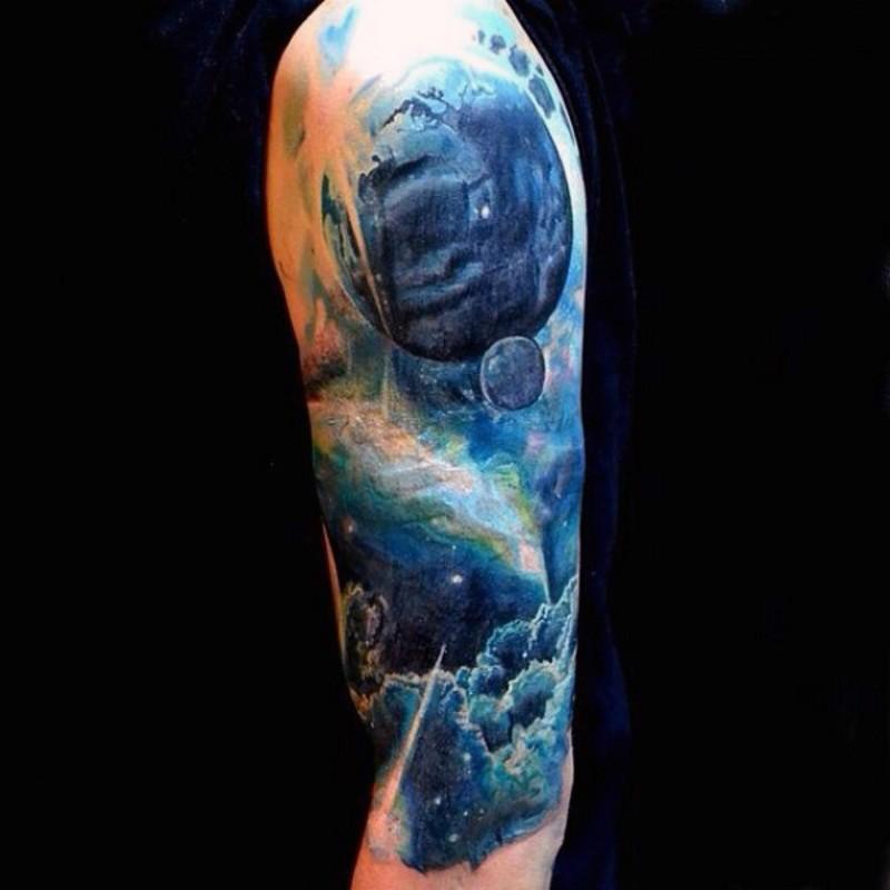 meraviglioso dipinto colorato pianeta mistica tatuaggio su mezza manica