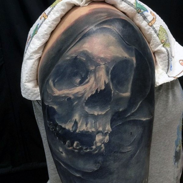 Massive 3D like creepy skull tattoo on upper arm