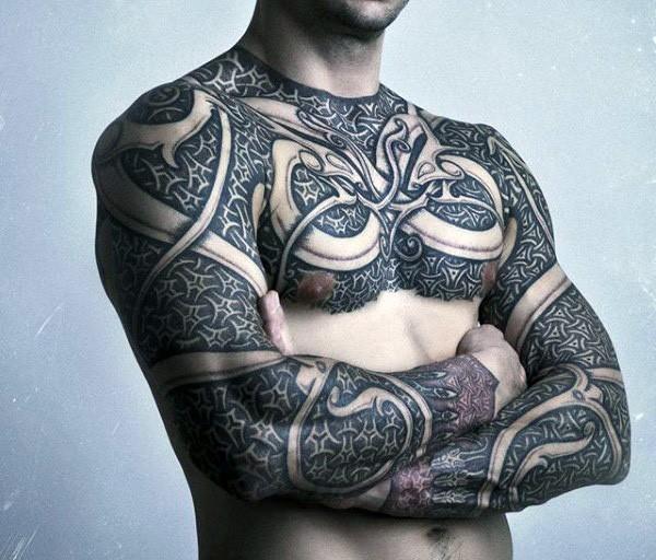 massiccio colorato armatura fantasia tatuaggio su spalle e braccia