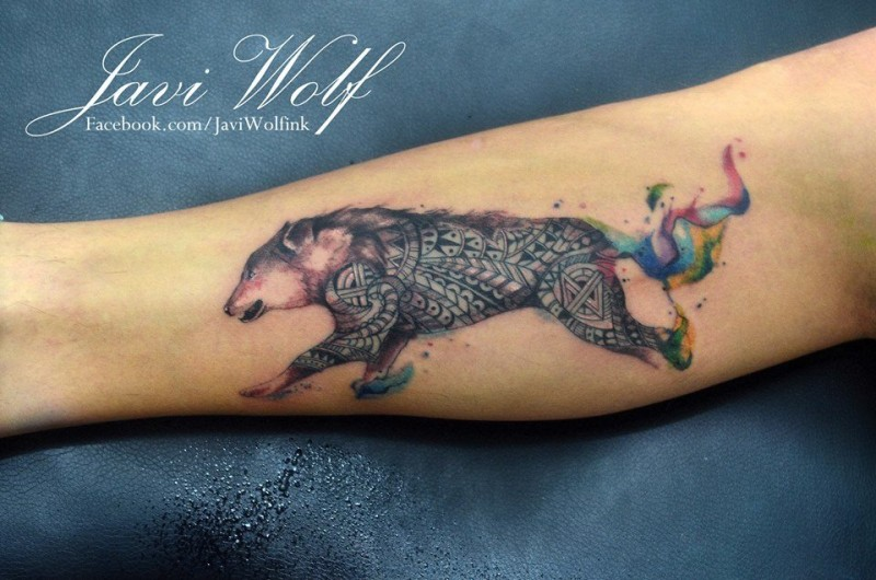 Medium size colored wolf tattoo on leg stylized with Polynesian ornaments