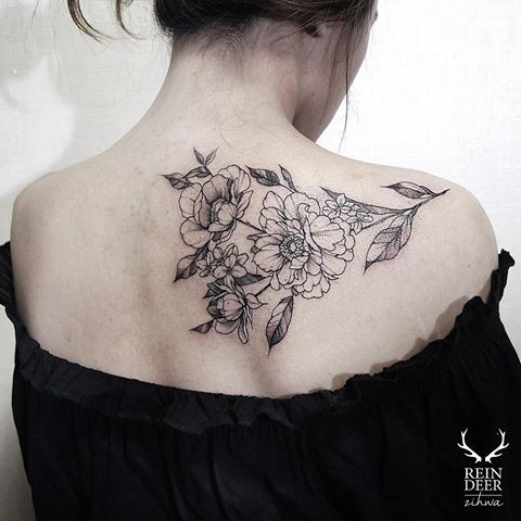 Medium size scapular tattoo painted by Zihwa with flowers