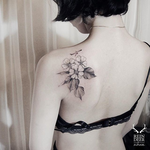 Medium size small scapular tattoo of small flowers and plane by Zihwa