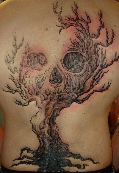 metamorfosi di cranio su albero tatuaggio sulla schiena