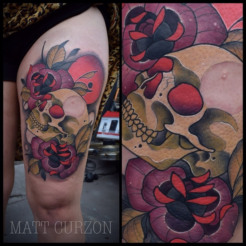 Modern style colored thigh tattoo of human skull with roses