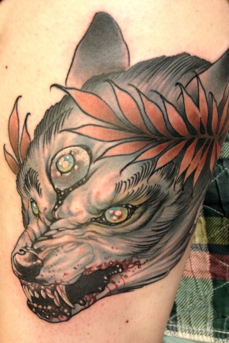 disegno mistico dipinto colorato bestia insanguinata tatuaggio in dorso