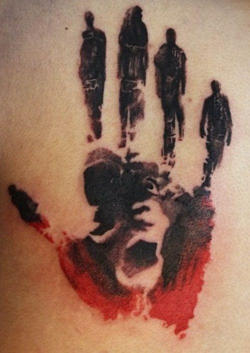 mistiche figure nebbiose modello mano tatuaggio su schiena