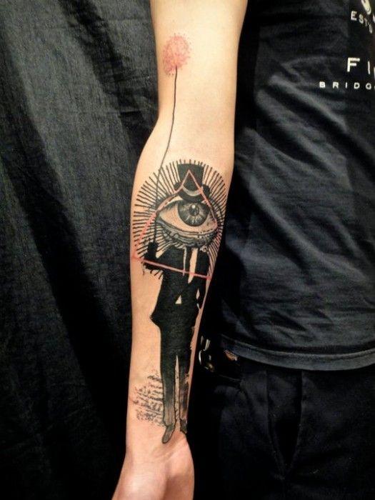 mistico Massonico stile inchiostro nero uomo con palloncino tatuaggio su braccio