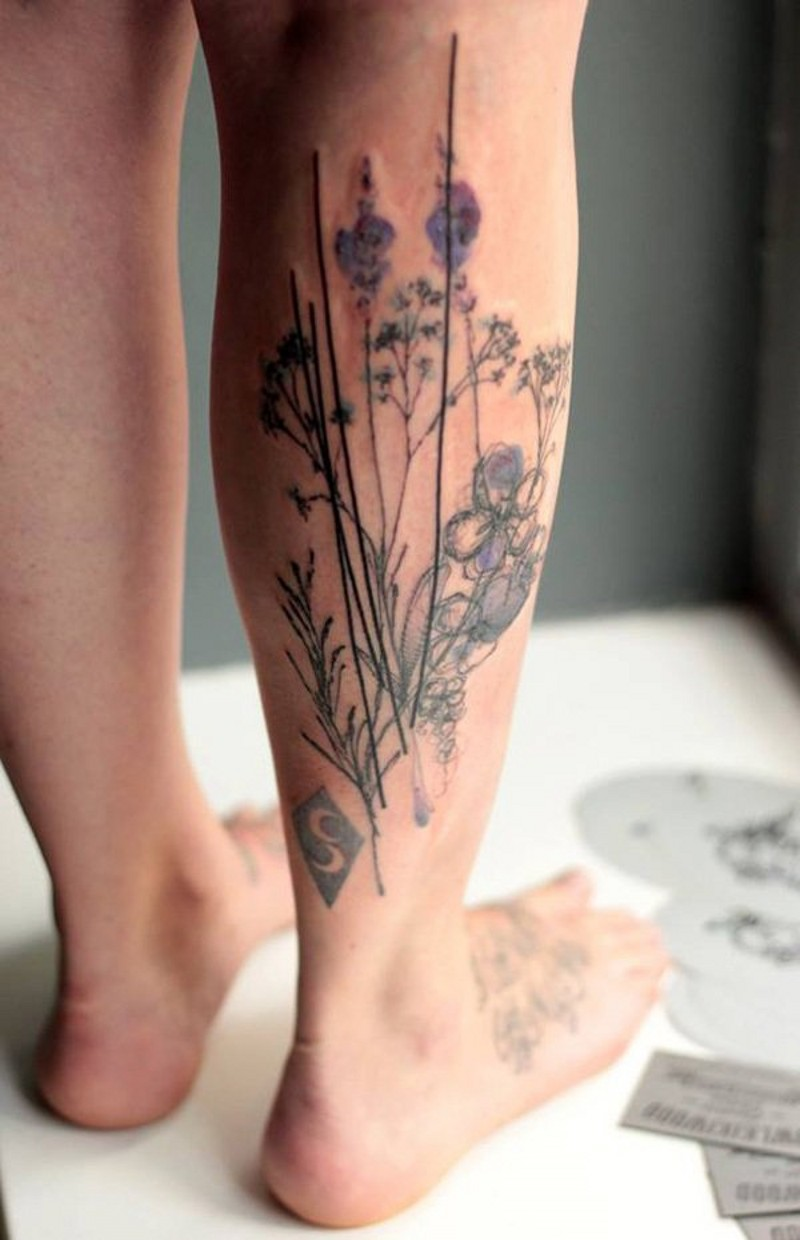 Natural looking colored flowers big tattoo on leg