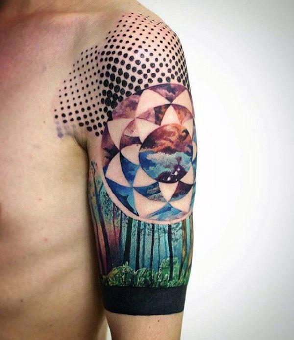 Tatuaggio di foresta superiore colorato dall&quotaspetto naturale combinato con l&quotornamento floreale