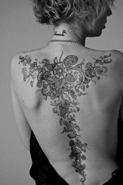 naturale bel  disegno nero e bianco grande florealetatuaggio pieno di schiena