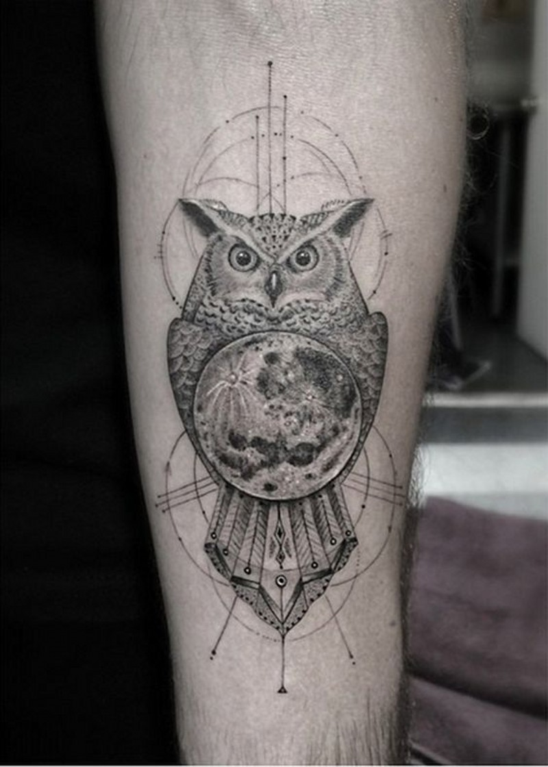 Natural looking very detailed little owl with planet tattoo on arm