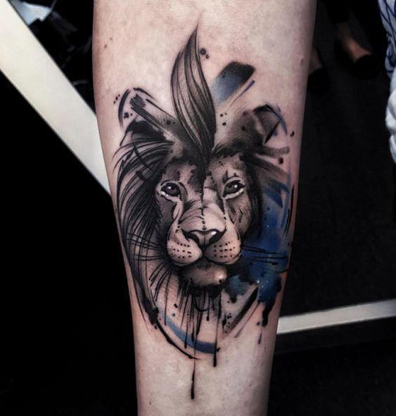 Tatuaggio colorato della piccola testa di leone in stile arte nuova scuola