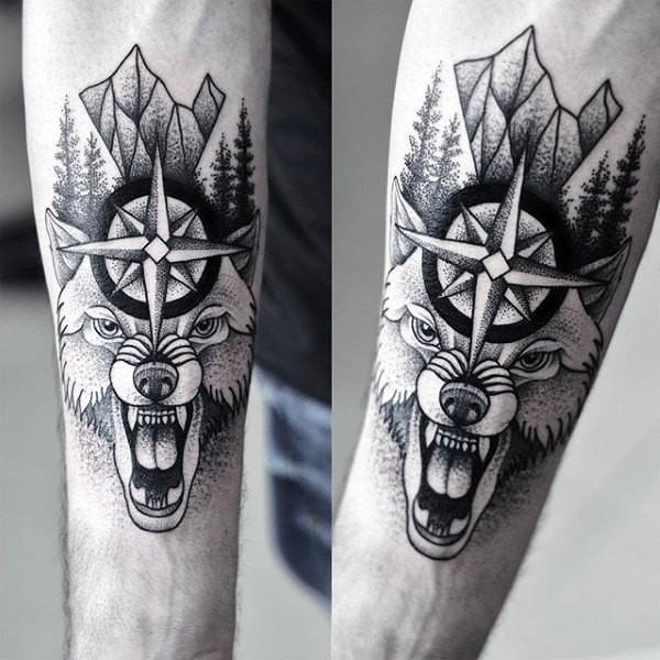 Tatuaje de antebrazo de tinta negra estilo escuela nuevo del malvado lobo con estrella y árboles