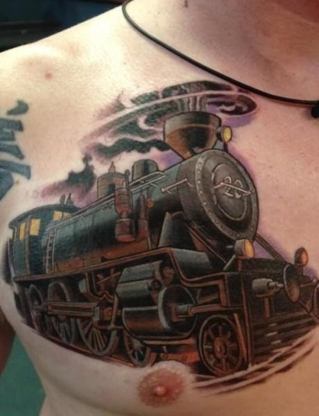 Tatuaggio del treno colorato in stile scuola nuovo sul petto