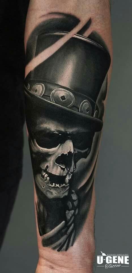 Nuova scuola tatuaggio molto realistico stile avambraccio del cranio umano con cilindro