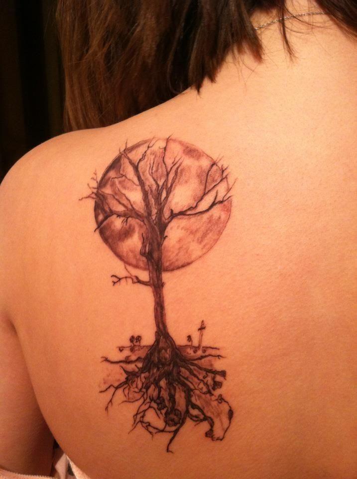 nuovo stile tatuaggio sulla schiena per ragazza