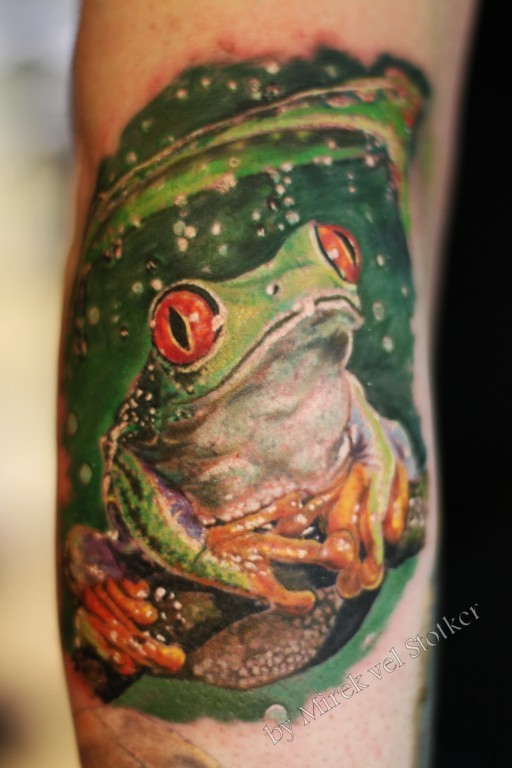 Nice green frog sitting in rain tattoo