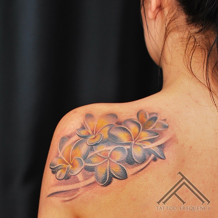 Nice looking illustrative style shoulder tattoo of nice flowers