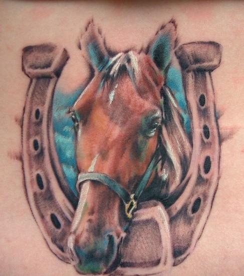 bello ferro i cavallo fortuna e cavallo tatuaggio