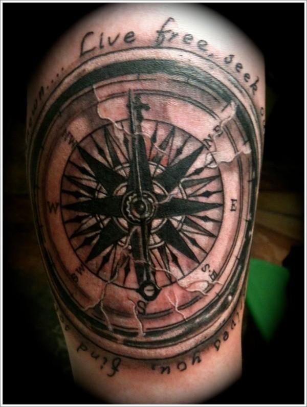 Tatuaggio carino la bussola grande