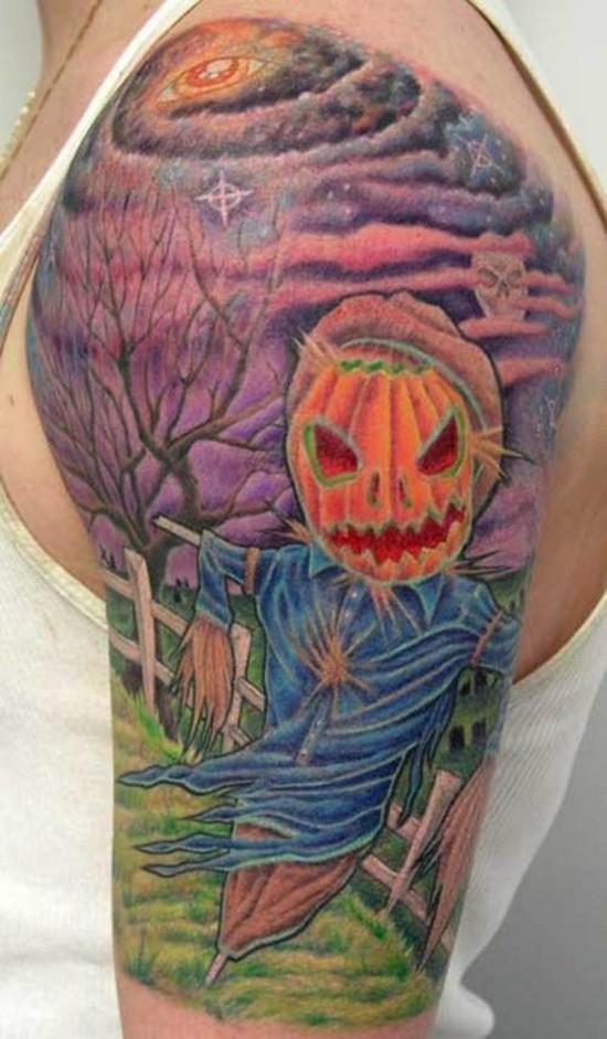 bello vecchio cartone animato colorato spaventapasseri con mistico cielo noturno tatuaggio su spalla