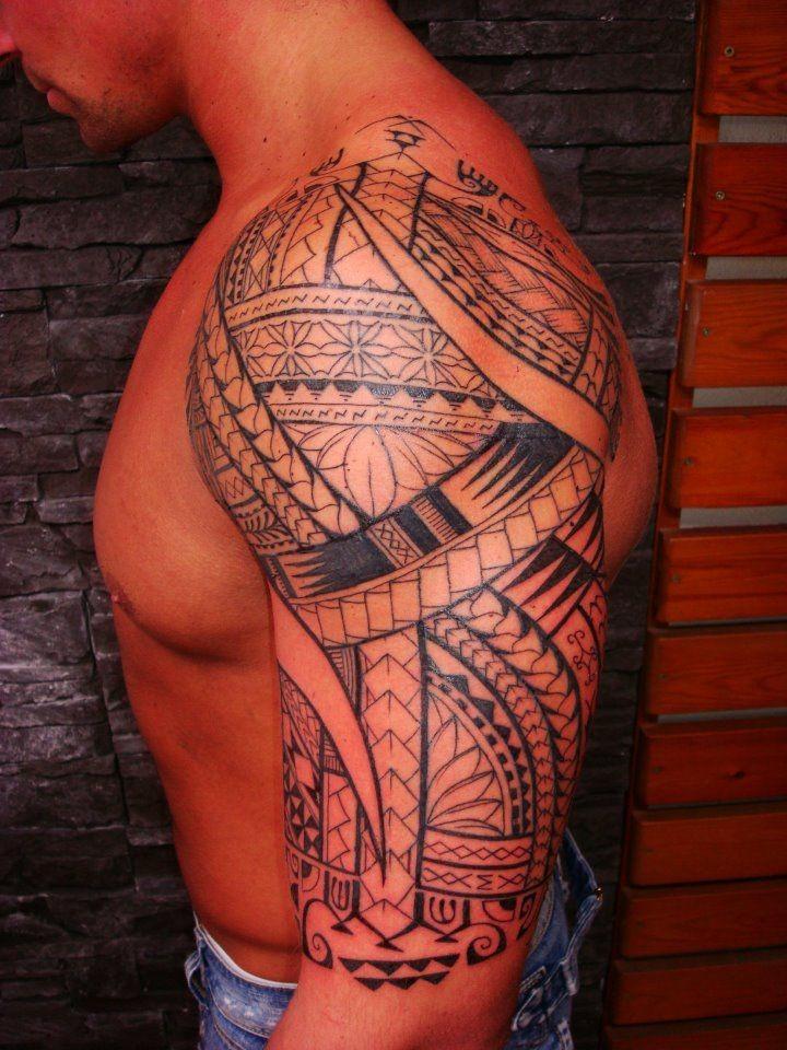 carino polinesiano tatuaggio sulla spalla