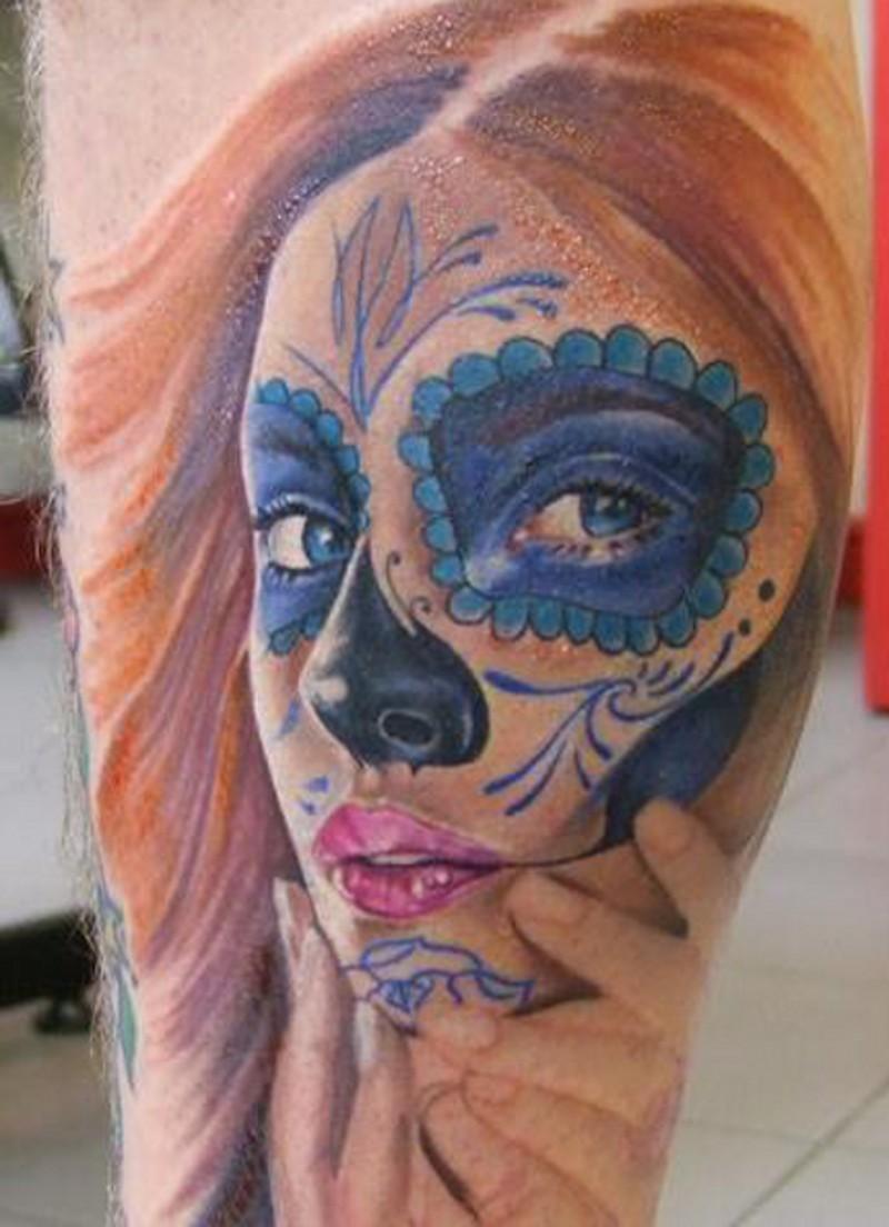 Tatuaggio colorato Santa Morte con i capelli rossi