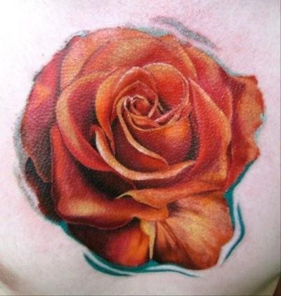 Tatuaje de rosa roja suave