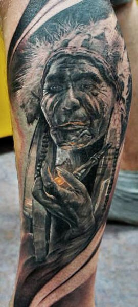 Alter indianer raucht Pfeife Tattoo