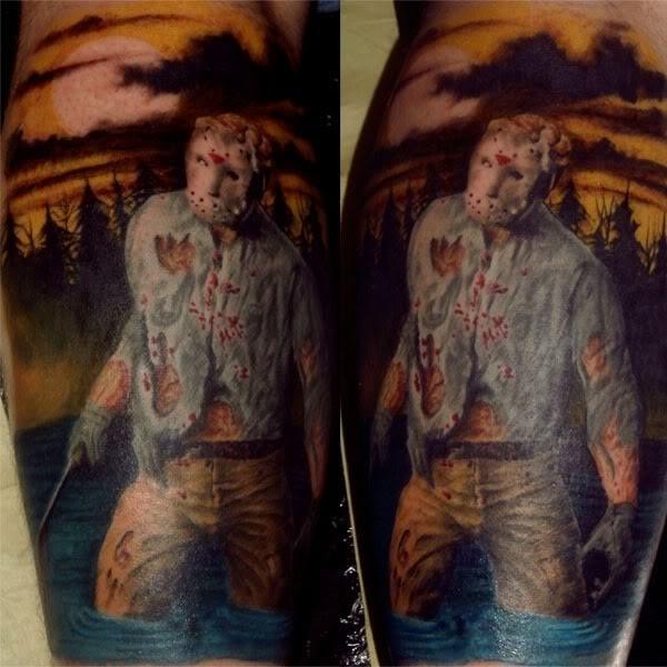 vecchio film orrore Jason colorato tatuaggio su gamba