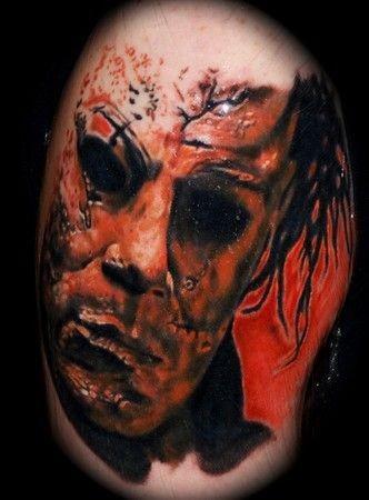 vecchio film orrore nero e bianco faccia di mostro tatuaggio su spalla