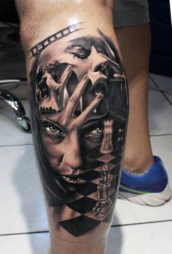 vecchio film orrore molto dettagliato astratto ritratto donna tatuaggio su gamba